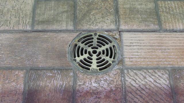 Résoudre un problème en trouvant quel nettoyeur haute pression pour déboucher canalisation il faut.